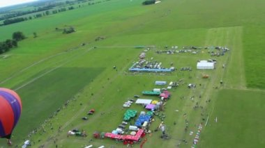 Aerial view of air show zone, balloon and horizon — Stock Video