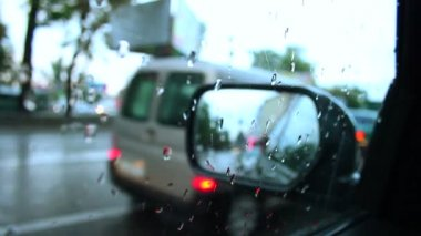 Rainy day inside car view wet road drops on window — Stock Video