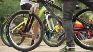 Hard finish for BMX bicycle challenge competitor comes first — Stock Video