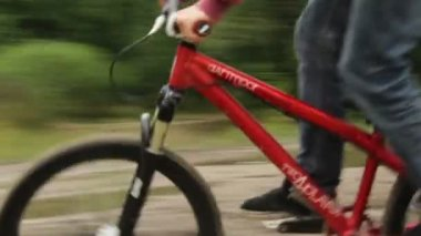 Action shot of two competitors riding BMX bicycle racing against — Stock Video