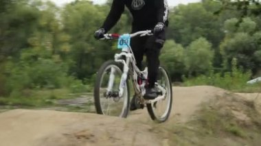Racer rides BMX bicycle in helmet at competition circuit daytime — Stock Video