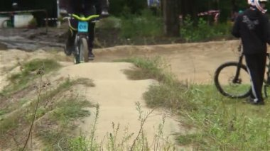 BMX challenge contestants test track before bicycle race starts — Stock Video