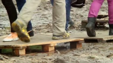 People gathering on flooring over water and dirt — Stock Video
