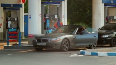 Elite car drives to gas fueling station — Stock Video