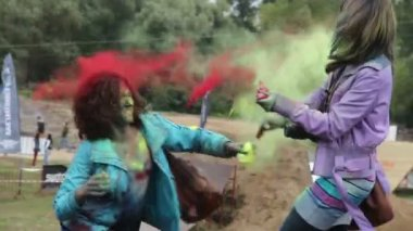 Direct hit paint to face, girls enjoy throwing different colors — Stock Video