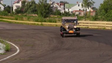 Ford Model T Phaeton, Bentley 4 1 2 MX Saloon — Stock Video