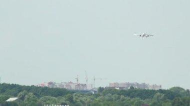 着陆飞机 — 图库视频影像