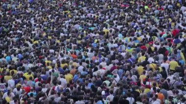 People gathered for sporting event — Stock Video