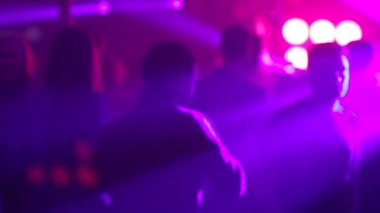Color lights on smokie foggy dancefloor — Stock Video