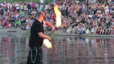 Man swinging and spinning fire stick — Stock Video