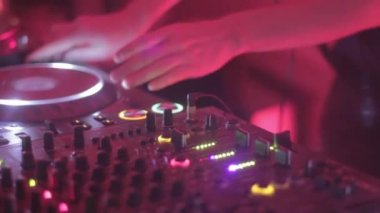 Female Dj is performing her set — Stock Video