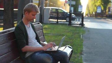 Man success in work — Stock Video