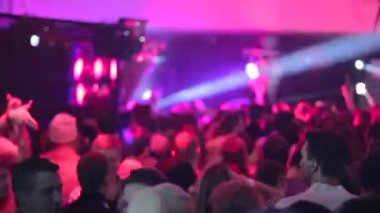 Thousand people dance in night club during party — Stock Video