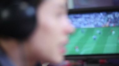 Football soccer commentator — Stock video