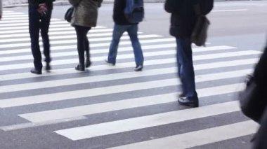 Gente de paso de peatones — Vídeo de Stock
