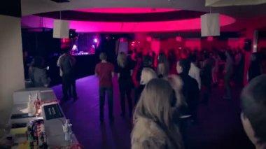 Grooving people in nightclub — Stock Video