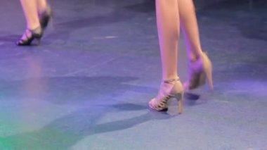 Women feet dancing — Stock Video