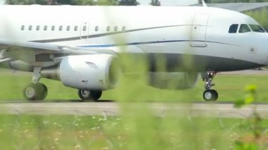 Passenger airliner take-off — Stock Video