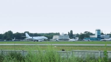 Travel Jet Cessna 680 — Stockvideo