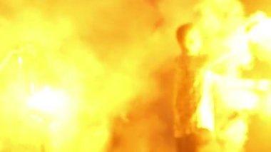 Man twisting fire chain — Stock Video