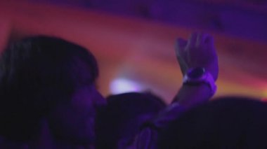 Man in nightclub is filming dj with the phone — ストックビデオ