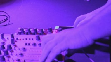 Fat hands of male Dj tweak controls of sound equipment — Stock Video