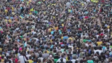 Crowd of football fans — Stockvideo