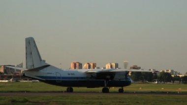 Pervaneli taşıt uçaklar — Stok video