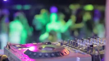 DJ hands in strobe lights — Stock Video