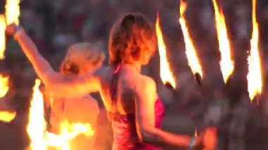 Women dancing with fire — Stock Video