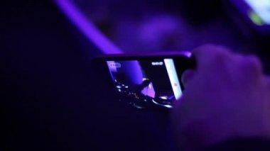 Gece kulübü telefon — Stok video