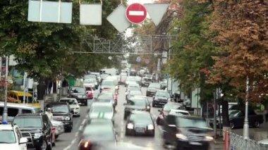 Bewegende auto's geplakt — Stockvideo