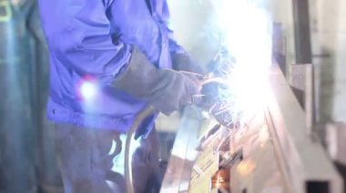 Welder with torch — Stock Video