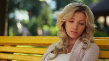 Sad memory, reminiscence woman sits in park depressed, unhappy — Stock Video