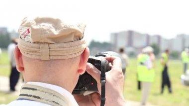 Photographer taking shots — Stock Video