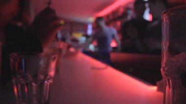 Bar in night club party defocused — Stock Video
