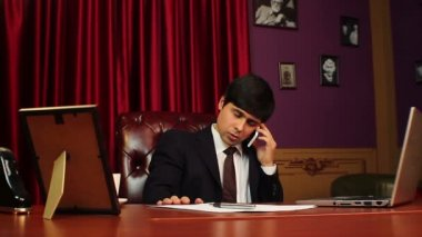 CEO businessman making a phone call — Stock Video