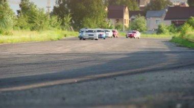 Racecars begin the race — Stock Video