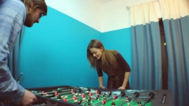 Cute couple plays table football — Stock Video