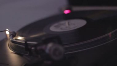 Hands of dj rotating vinyl record — Stock Video