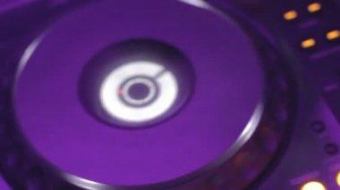 Dj platter controls tweaking in nightclub — Stock Video