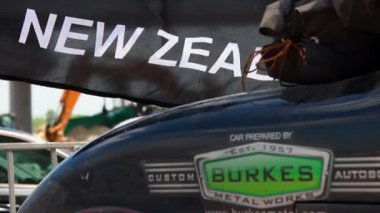 Old retro car and New Zealand black flag — Stock Video