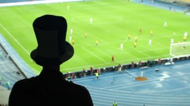 Football fan in high cylinder hat — Stock Video