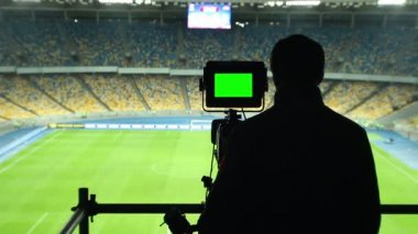 Broadcasting of football match on TV camera — Vídeo de stock
