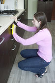 Attractive girl cleaning on the kitchen — Foto de Stock