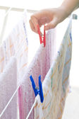 Young girl hanging cloths on clothesline — Foto Stock