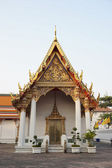 Church in Wat Pho decorated in gold and red — Stock Photo