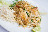 Pad Thai Thai food stir-fried rice noodles with shrimp and lime — Stock Photo