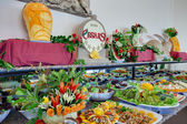Buffet avec différents apéritifs — Photo