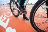 Cyclist on the bike path — Stock Photo